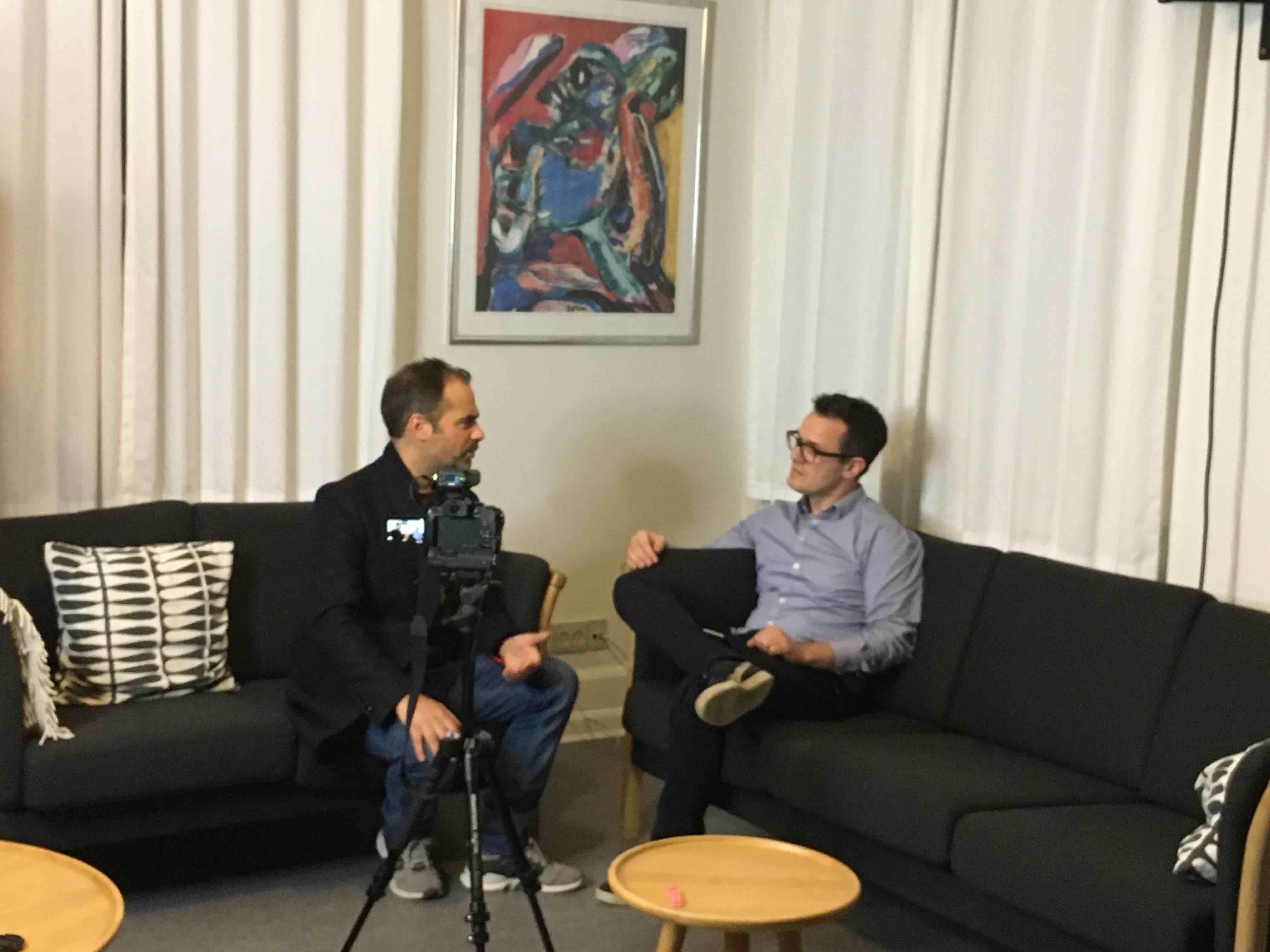 Hypnotisør Michael Beligiannis interviewer mesterhypnotisør Anthony Jacquin